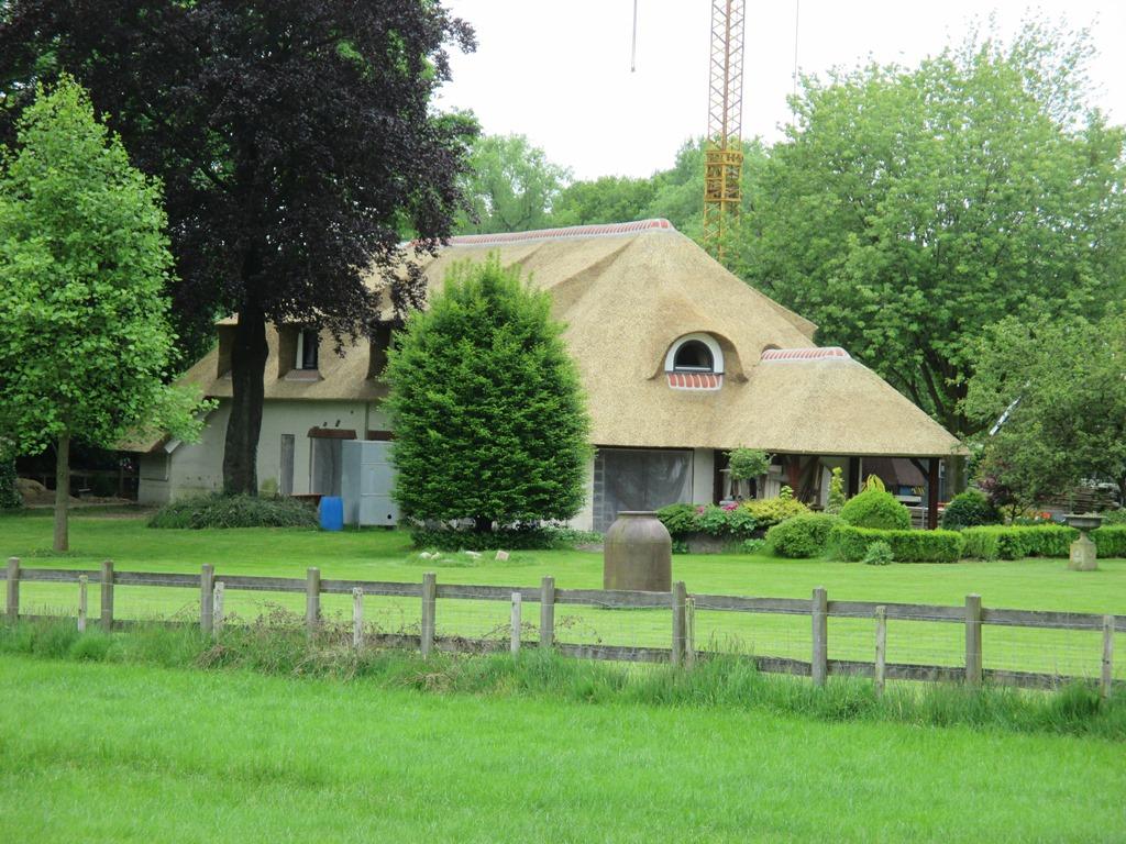 Woning te Oldenzaal voorzien van nieuwe rieten kap